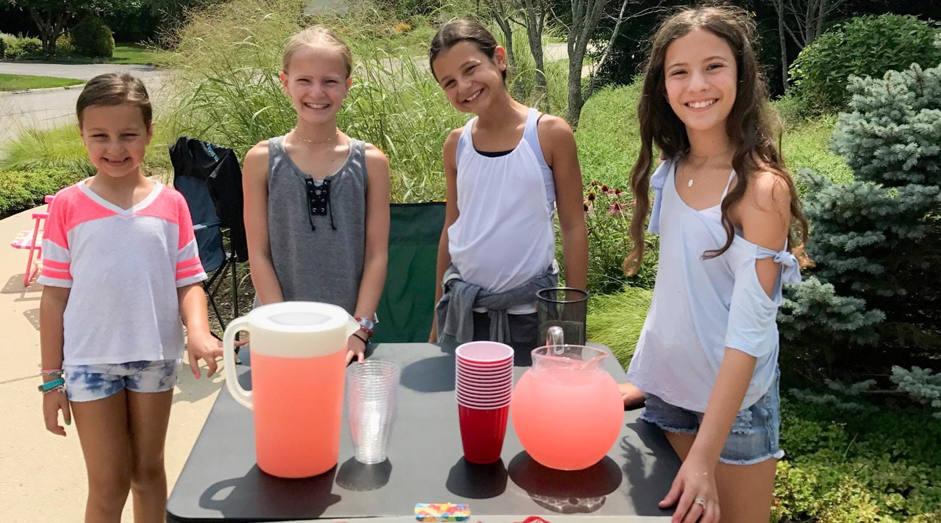 Girls at lemonade stand